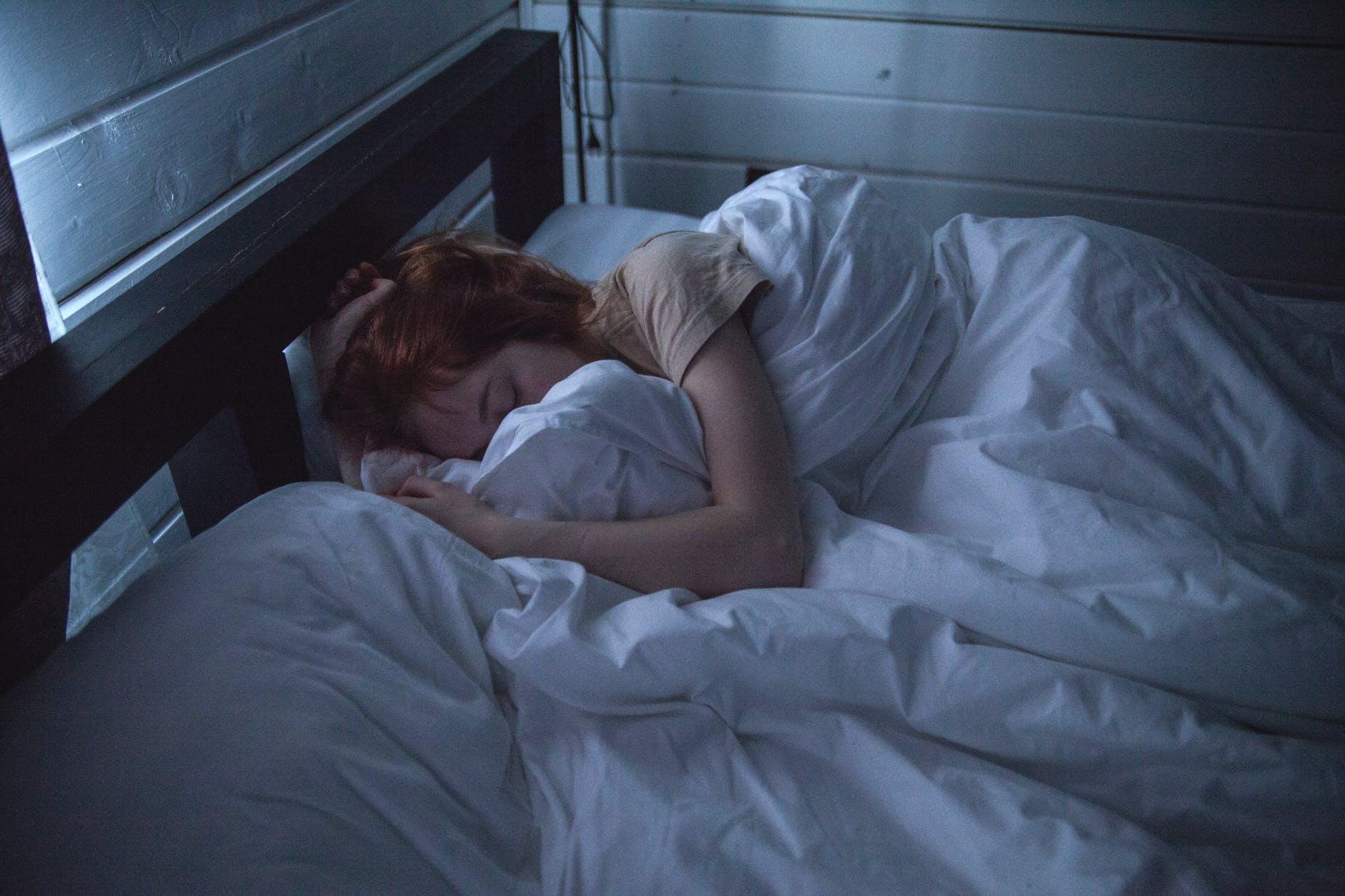 žena spí