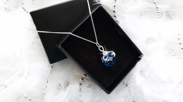 modrý šperk