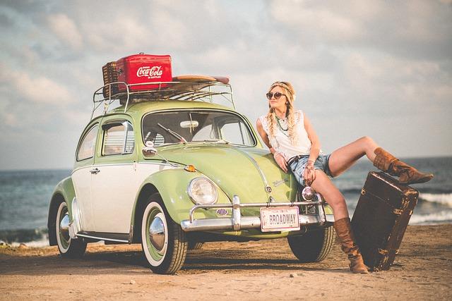 dívka na cestách