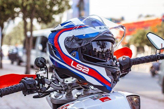 Motorka, prilba na motorku.jpg
