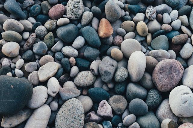 kamene na zemi