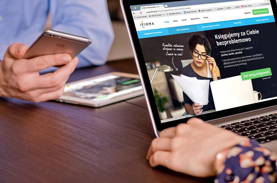 laptop, webová stránka